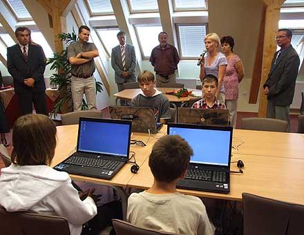 Součástí zahájení byla ukázka psaní ZAV na klávesnici PC