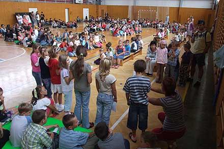 Společné přivítání prvňáčků na začátku školního roku ...