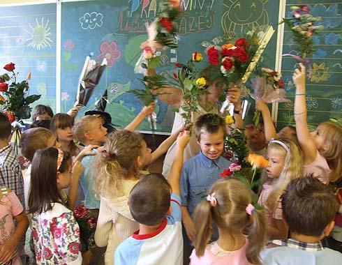 Paní učitelku není pro samé květiny ani vidět ...