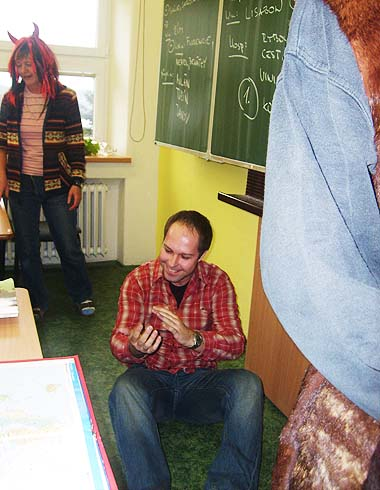 Pan učitel Adámek má problém s čerty ...
