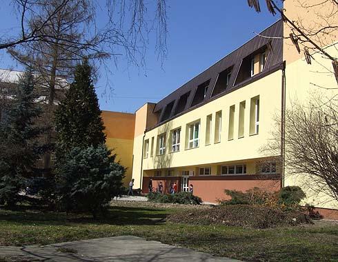 Nová budova školy po  zateplení ...