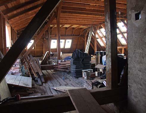 Další nová okna ve střešní konstrukci ...