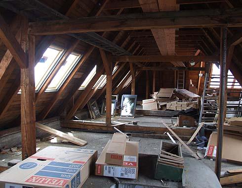 Práce budou pokračovat zajištěním podlah ...