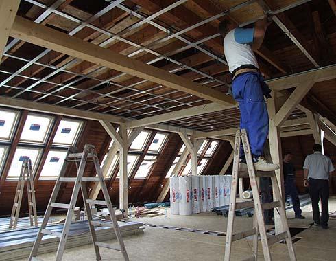 Přípravují se stropní konstrukce ...
