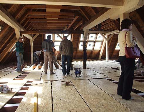 Začátek instalace podlah na východní půdě ...