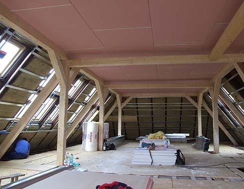 Instalace stropů v západní části půdy ...