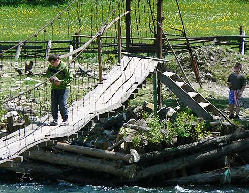 Most přes řeku Tereblju u Koločavy ...