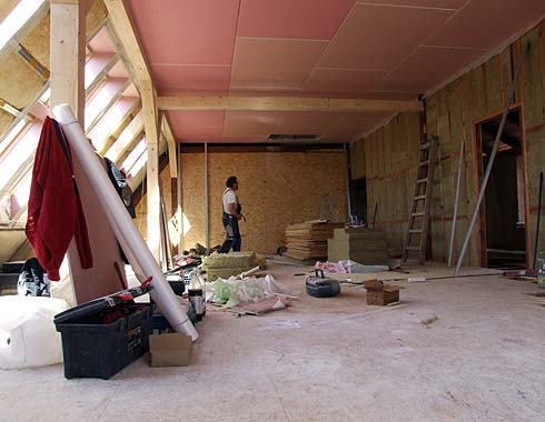 Další stěna je připravena k montáží sádrokartonu ...
