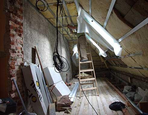 Montáž stropních konstrukcí na WC ...