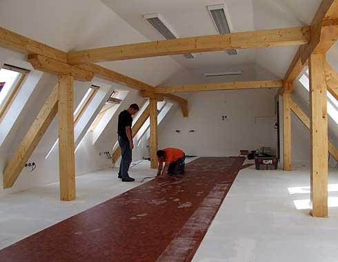 Podlaháři měří